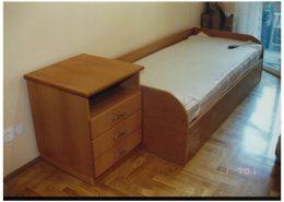Bükfurnéros-ágy-és-éjjeli-szekrény
