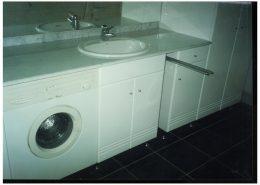 Fényes-festett-mdf-komlpett-fürdőszoba-szekrény
