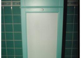 Festett-mdf-ajtóbetét-fürdőszoba-szekrény