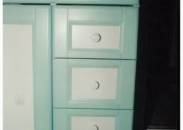 Festett-mdf-ajtóbetét-fürdőszoba-szekrény-fiókokkal