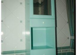 Festett-mdf-ajtóbetét-fürdőszoba-szekrény-tükörrel
