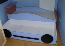 Gyermek-ágy-világos-kék-bútorlapból-tárolóval