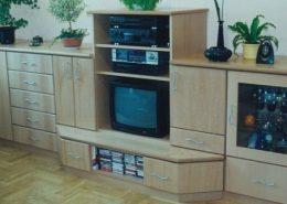 Nappali-bükkfúrnéros-bútorlap-tv-és-bár-640x462-3